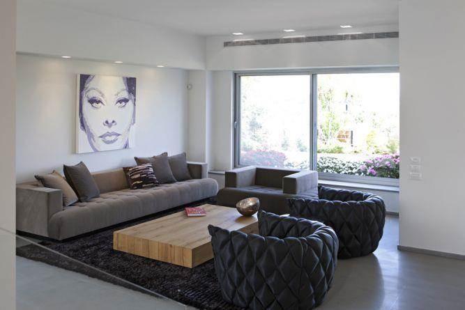 סלון מודרני עם אלמנטים ביתיים. עיצוב: ענבל ברקוביץ