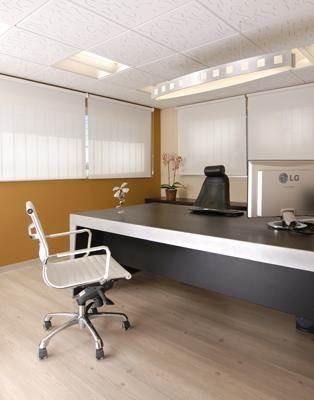 """חדר מנכ""""ל במשרד כוח אדם"""