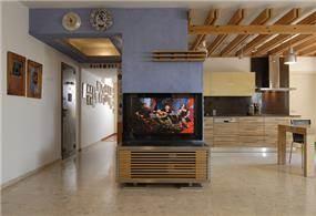 מבט למטבח ולכניסה-חיפוי בטיח פיגמנטי, קורות עץ