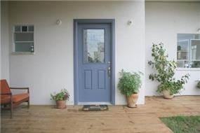 דלת כניסה, בית פרטי, ניצני עוז - רונית תירוש-אדריכלות ועיצוב פנים