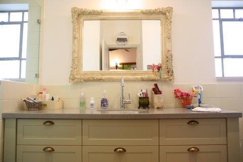 חדר אמבטיה, בית פרטי, עמק חפר - רונית תירוש-אדריכלות ועיצוב פנים