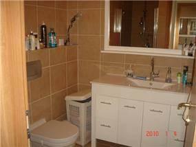 חדר אמבטיה - לירון פרנקל-אדריכלות ועיצוב פנים