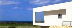 חזית הבית הפונה לים במושב הבונים.  תכנון ועיצוב: saab architects
