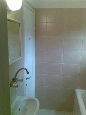 חדר אמבטיה - יהודית גל