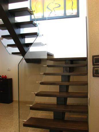 גרם מדרגות פלדה זכוכית ועץ- אדר' פרימה ברק