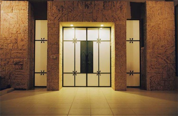 דלת כניסה - יעלה דגנית איבגי- אדריכלות, עיצוב ופנג שוואי