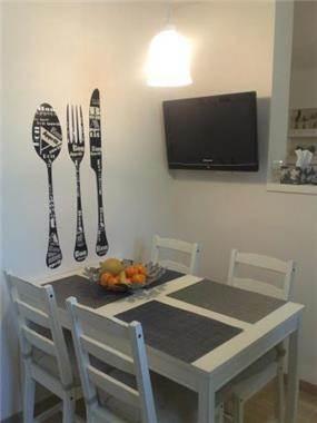 רויטל רודצקי - שולחן אוכל במטבח