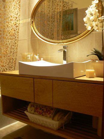 רויטל רודצקי - חדר אמבטיה - ארון מרחף מעץ מלא