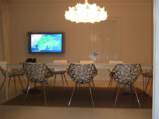 חדר ישיבות בתכנון רמה דותן וערן בינדרמן, דו אדריכלים