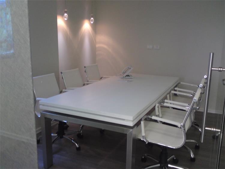 """חדר ישיבות - משרד עו""""ד"""