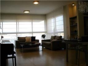 חדר מגורים בעיצוב אופירה קורן