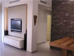 חלל מגורים בעיצוב אופירה קורן