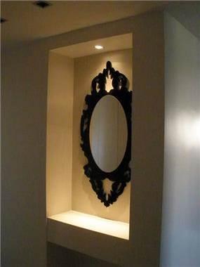 נישה בכניסה לדירה בעיצוב אופירה קורן