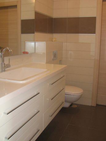 חדר אמבטיה ילדים מעוצבת בוילה בנופית