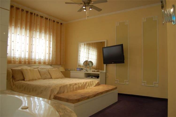 חדר שינה קלאסי - אר דיזיין