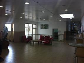לובי מבנה כיתות - המכללה האקדמית להנדסה ירושלים