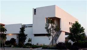 חזית בית עם כניסה נפרדת לקומה השנייה