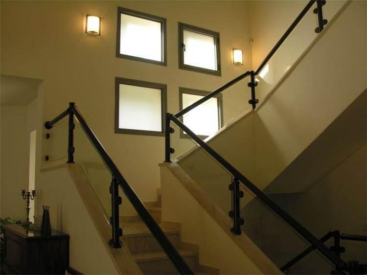 פרייס זיו - בית פרטי ברמת גן - מבט אל המדרגות לקומה העליונה