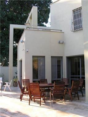 פרייס זיו - בית פרטי ברמת גן - מבט אל הפטיו