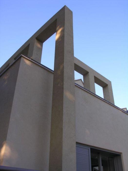 פרייס זיו - בית פרטי במת גן - קולונדה בחזית האחורית