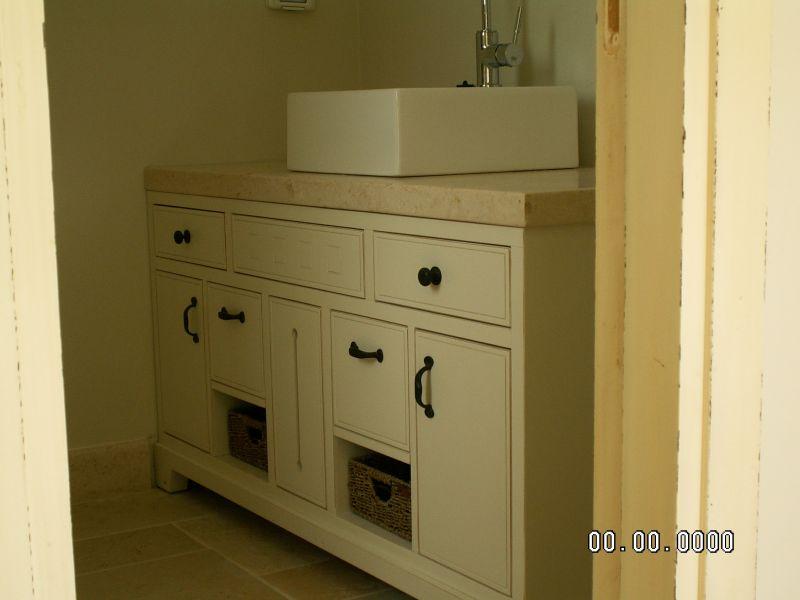 חדר אמבטיה - קוים וצבעים