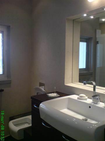 מבט לחדר אמבט מעוצב של אורן קרני