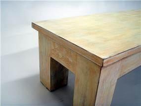 """צביעה של שולחן קפה בסגנון כפרי  ע""""י רועי קליין - מעצבע"""
