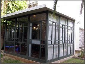 סגירת מרפסת מקורה - סגירה למרפסת מאלומיניום וזכוכית