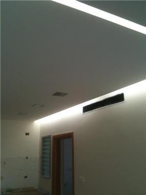הנמכת תקרה במטבח עם ניתוק לתאורה נסתרת