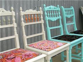 כסאות עתיקים בשיפוץ וצביעה רק אצל בשמת גל