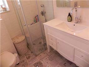 ארון אמבטיה בעיצוב קלאסי מבית נגריית אילן