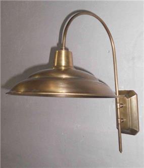 מנורת קיר מוזהבת