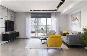 סלון מודרני בשילוב נגיעות של צהוב