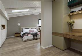 חדר שינה מעוצב עם נישת עבודה
