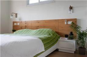 חדר שינה בעץ ובירוק