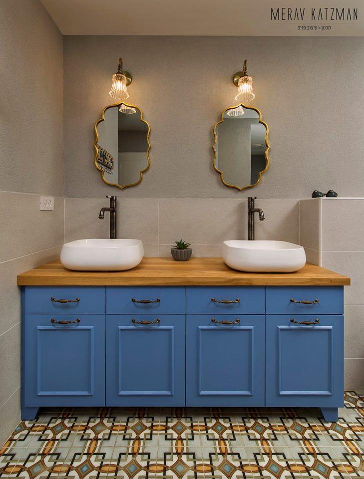 מצחצחים יחד - ארון אמבטיה מעוצב לזוג