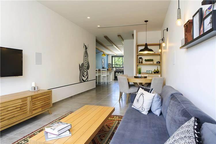 דירה ישנה מאד שהפכה לחדשה בזכות שיפוץ מסיבי