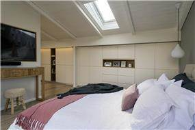 חדר שינה מעוצב במראה חמים