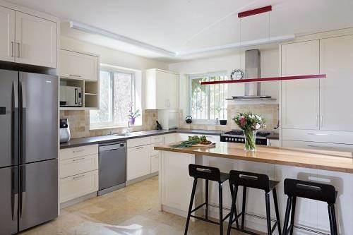 עיצוב בית במוצא עילית - מבט למטבח