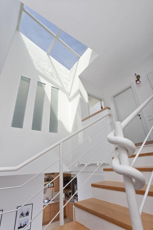 עיצוב בית מודרני ברמת החייל - מבט נוסף לגרם המדרגות