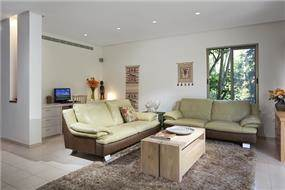 עיצוב בית מודרני ברמת החייל - מבט לסלון