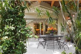 עיצוב בית מודרני ברמת החייל - מבט לחצר