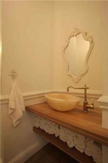 אמבטיה רומנטית, נורית אמויאל - מעצבת פנים