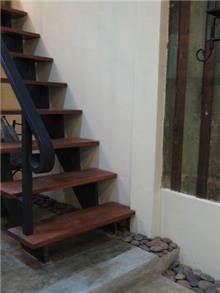 מדרגות מעוצבות, נורית אמויאל - מעצבת פנים