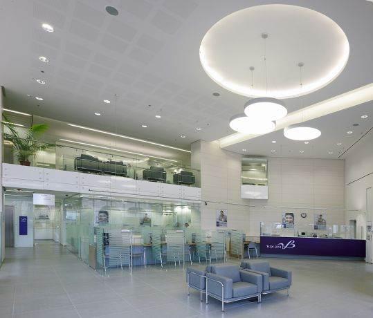 חלל כניסה, בנק אגוד, סניף אשדוד - סתר אדריכלים