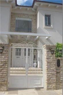 חזית בית בשרון בעיצובה של שירלי דן