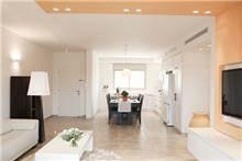 מבט אל המטבח בכפר סבא-עיצוב ליאת הראל