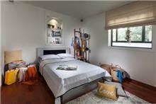 חדר שינה של נערה מתבגרת, מיטל צימבר
