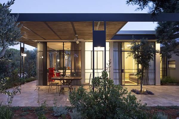 רחבה קדמית - בי אדריכלים