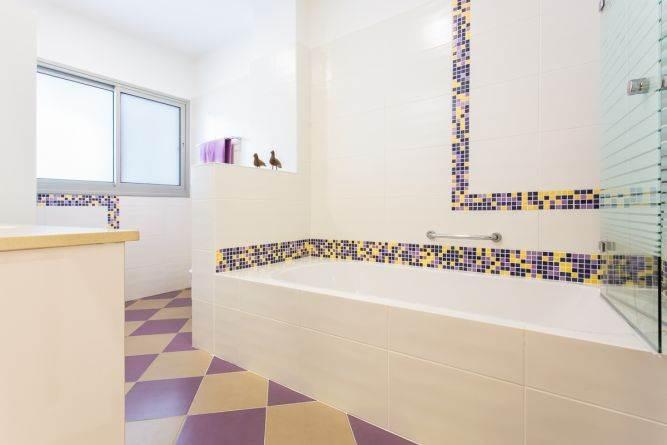 מקלחת בדירה ברחובות- ענבל קרקו, עיצוב פנים ופנג שואי